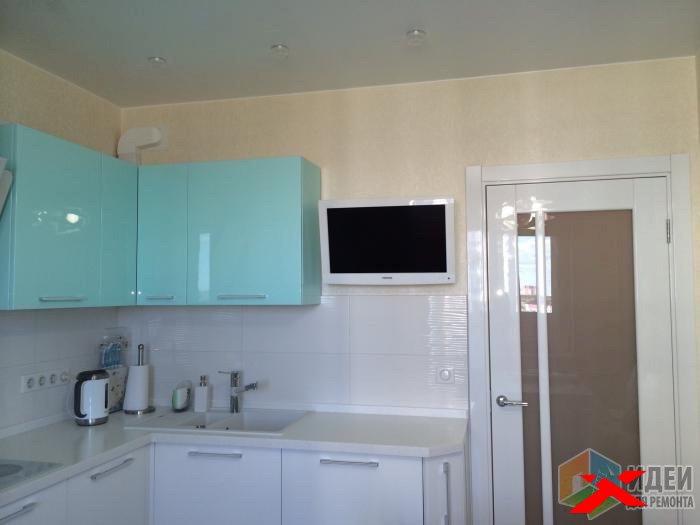 Вешаем телевизор на стену в кухне