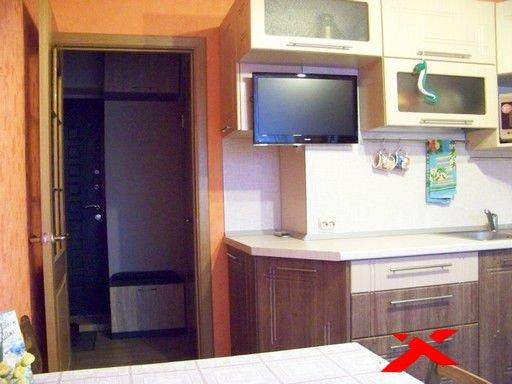 Куда вешать телевизор на кухне