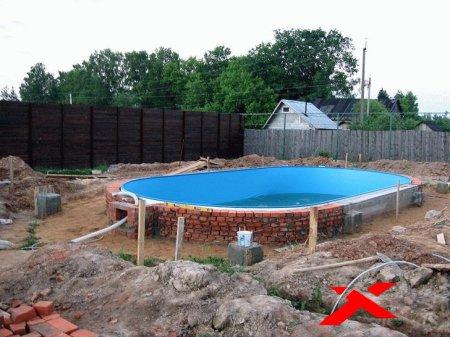 Строительство на участке бассейна