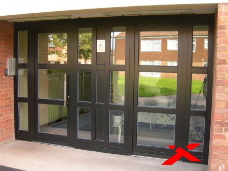 Современные алюминиевые двери