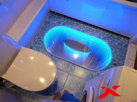 Необычная подсветка пола в туалете