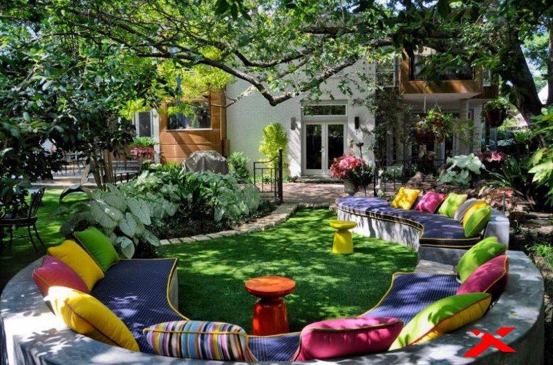 Мягкая зона отдыха в саду