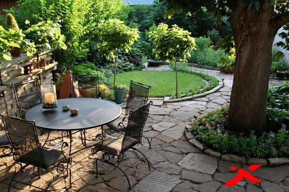 Кованная мебель в саду