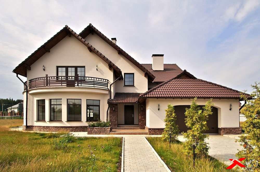 Фото дома с белыми стенами