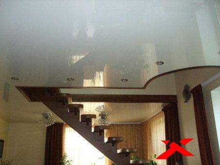 Натяжные потолки в загородном доме