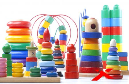Игрушки в детской комнате: виды, выбор