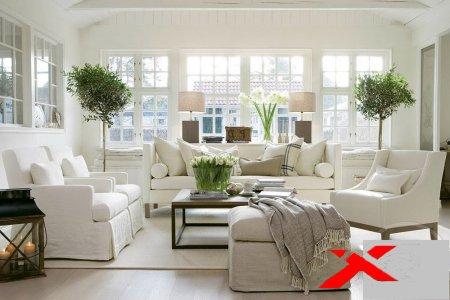 Зал в белом стиле с креслами